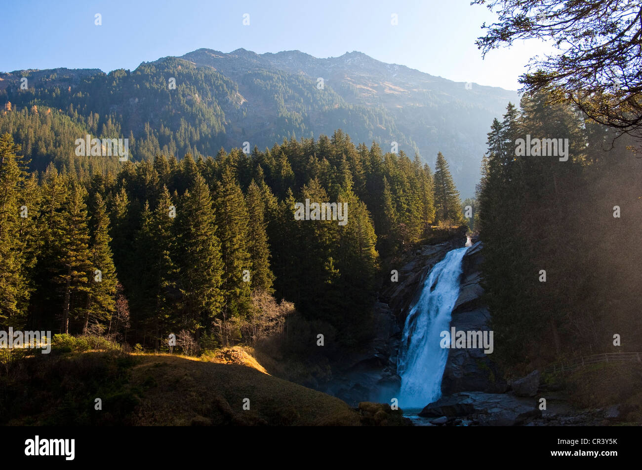 Austria, Salzburgo Tierra, Krimml, parque nacional Hohe Tauern, circuito turístico de cascada Krimml, Krimmler Wasserfälle Foto de stock