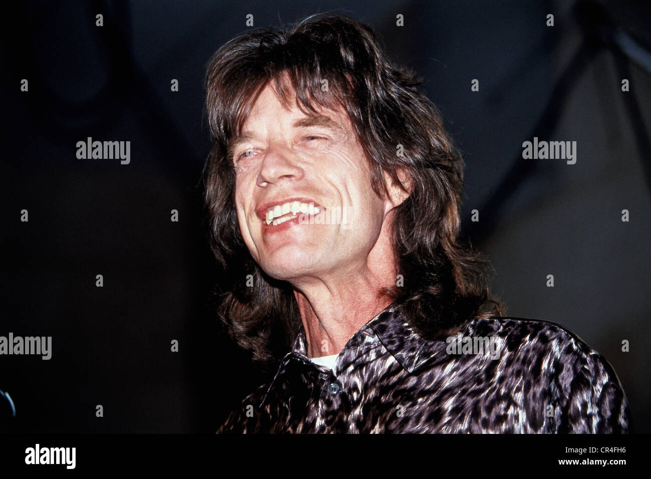 Jagger, Mick, * 26.7.1943, músico británico, retrato, recibiendo el récord de oro para 'Espíritu de vagar', Hamburgo, Foto de stock