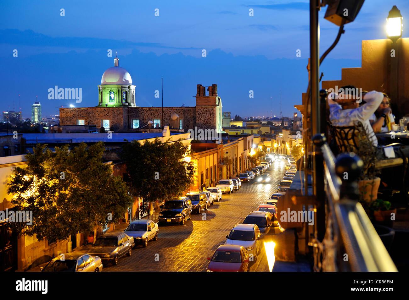 Santiago De Querétaro En La Noche Con La Terraza Del