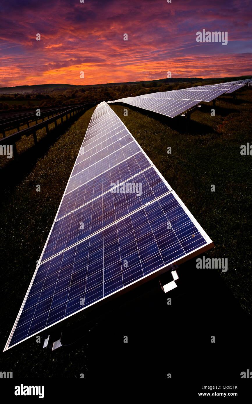 La energía solar paneles solares Granja Blackwater Newport Isle of Wight Inglaterra Imagen De Stock