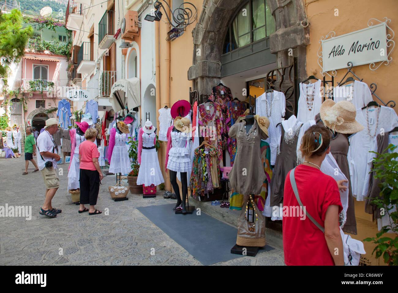 La moda de fama mundial , conocido como moda , tiendas , en la costa de Amalfi, Sitio del Patrimonio Mundial de Imagen De Stock