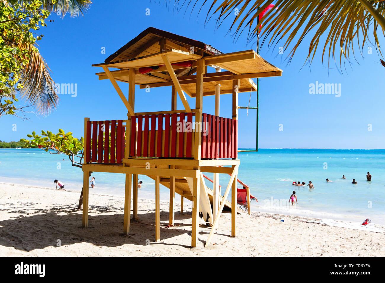 Cabaña de socorrista en la playa, Cana Gorda, Guánica, Puerto Rico Imagen De Stock