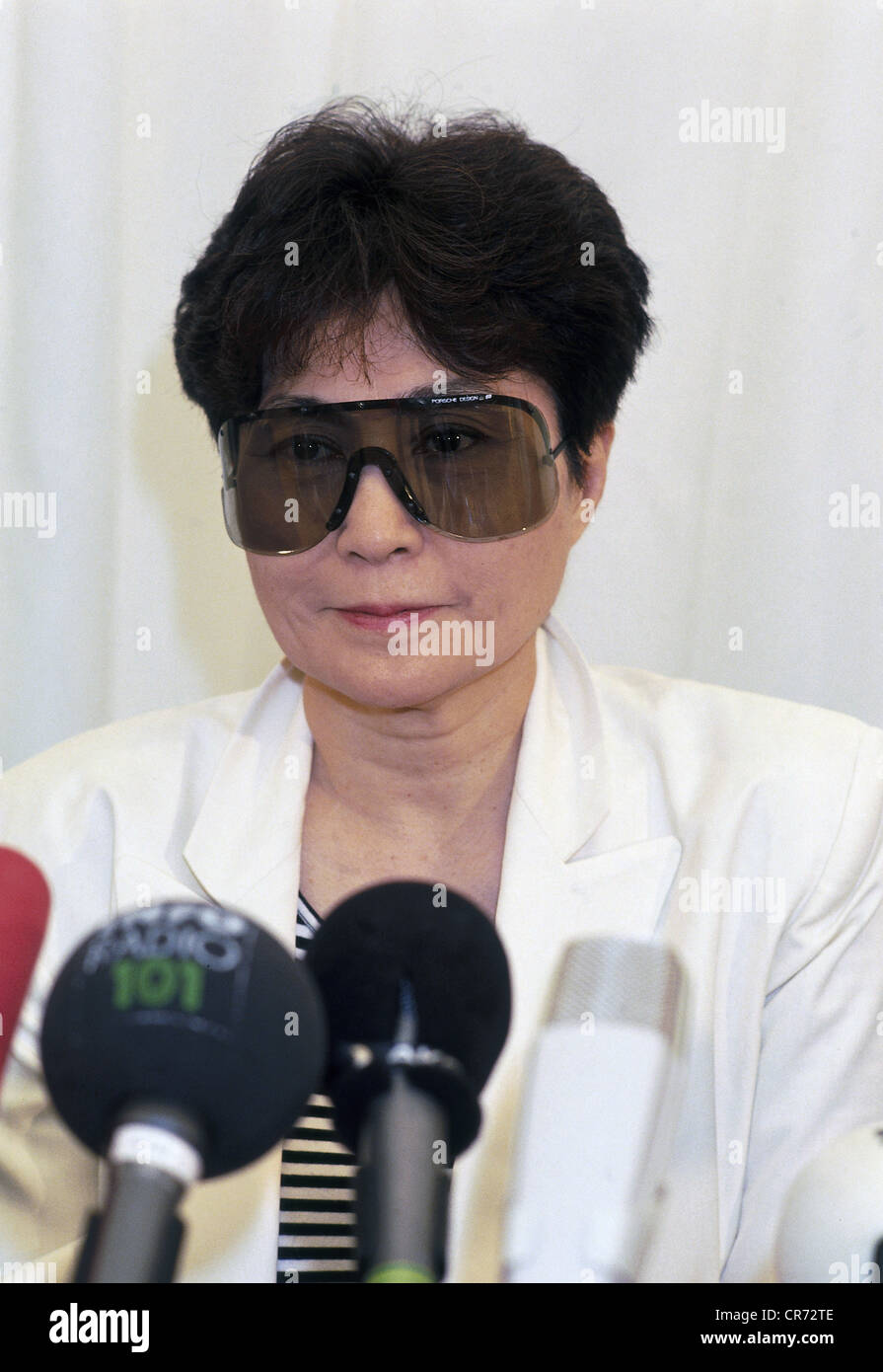 , Yoko Ono, * 18.2.1933, artista japonés, viuda de John Lennon, de longitud media, conferencia de prensa en ocasión Foto de stock