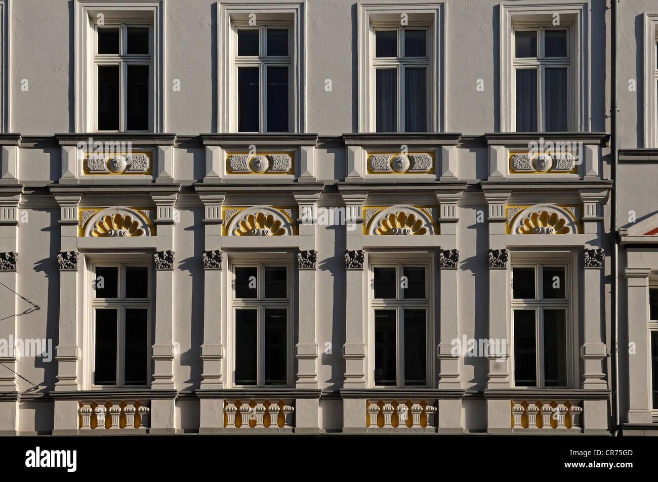Townhouse decorativa fachada del siglo XIX, Mecklenburgstrasse 14, Schwerin, Mecklemburgo-Pomerania Occidental Foto de stock