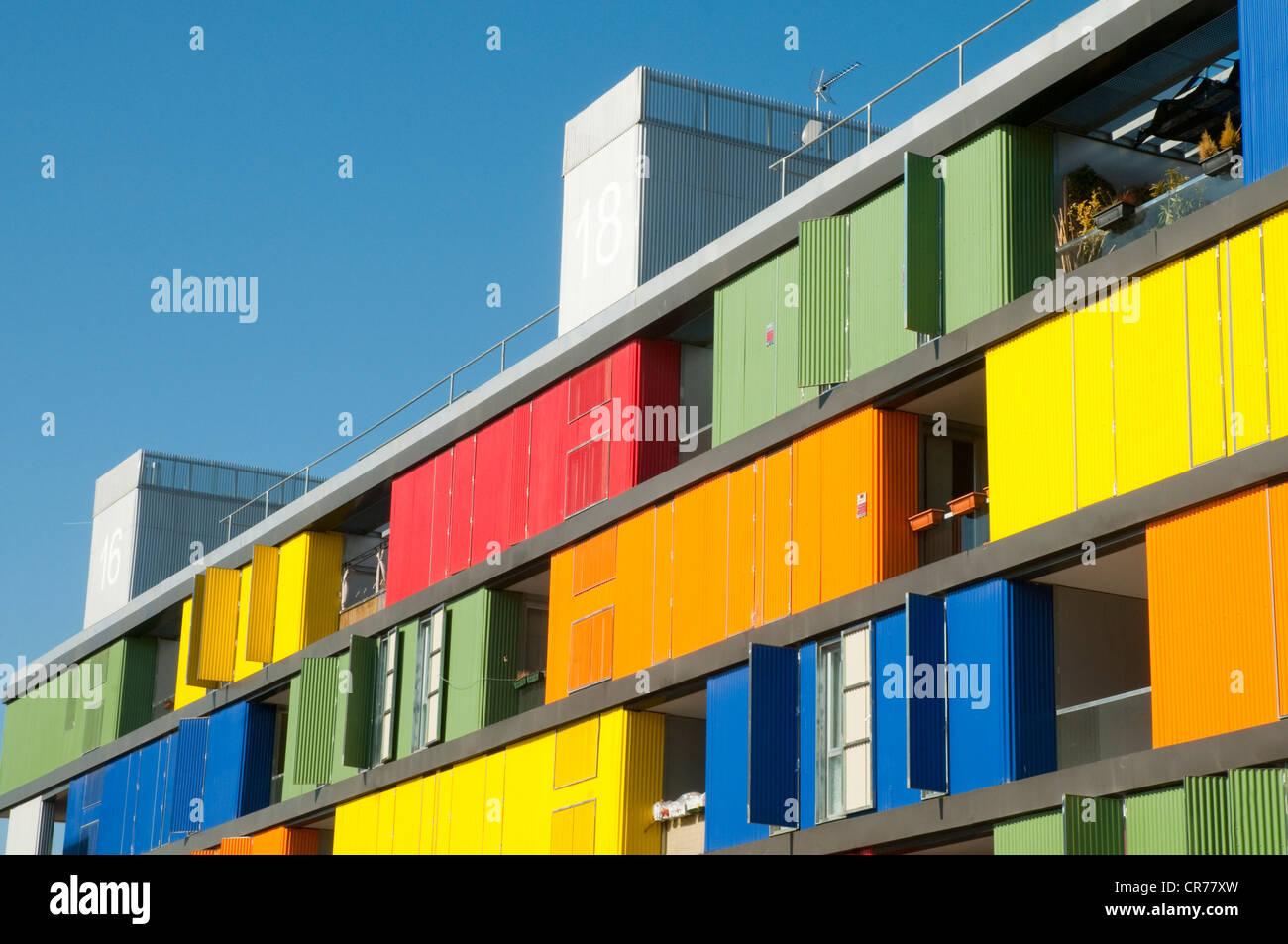 Fachada del edificio 17 de Carabanchel. PAU de Carabanchel, Madrid, España. Imagen De Stock