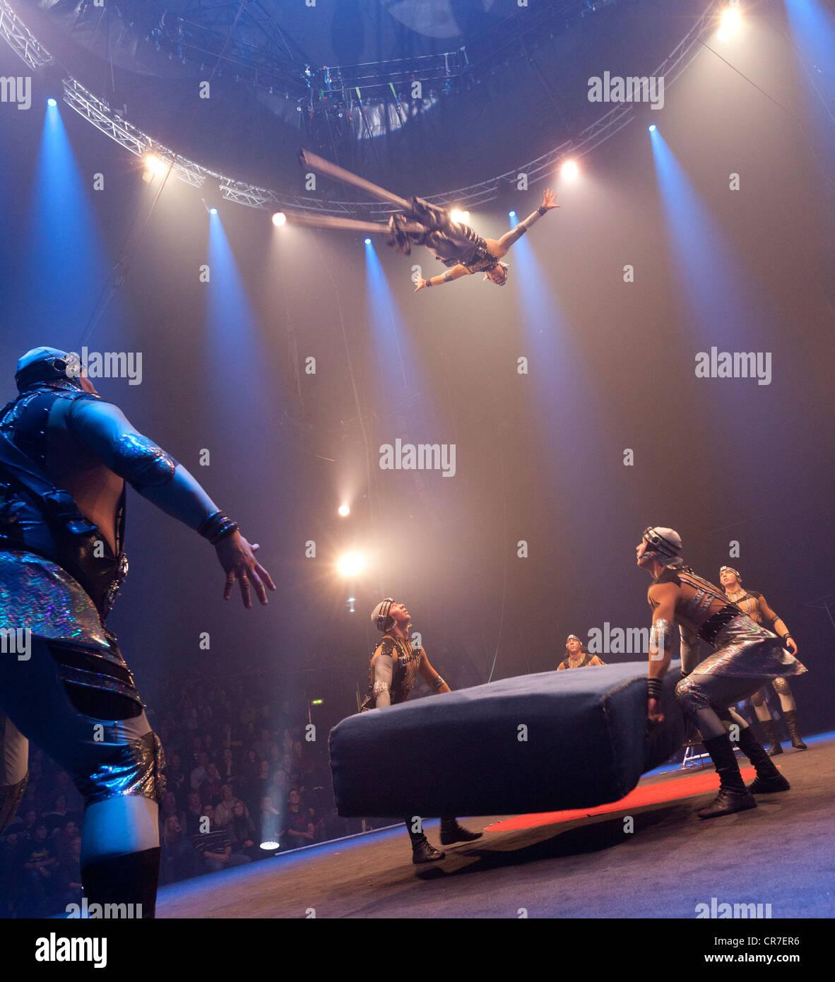 FlicFlac Dosov Troupe, Navidad, estreno de circo Schrille Nacht, eilige Nacht, Westfalia Hall, Dortmund Imagen De Stock