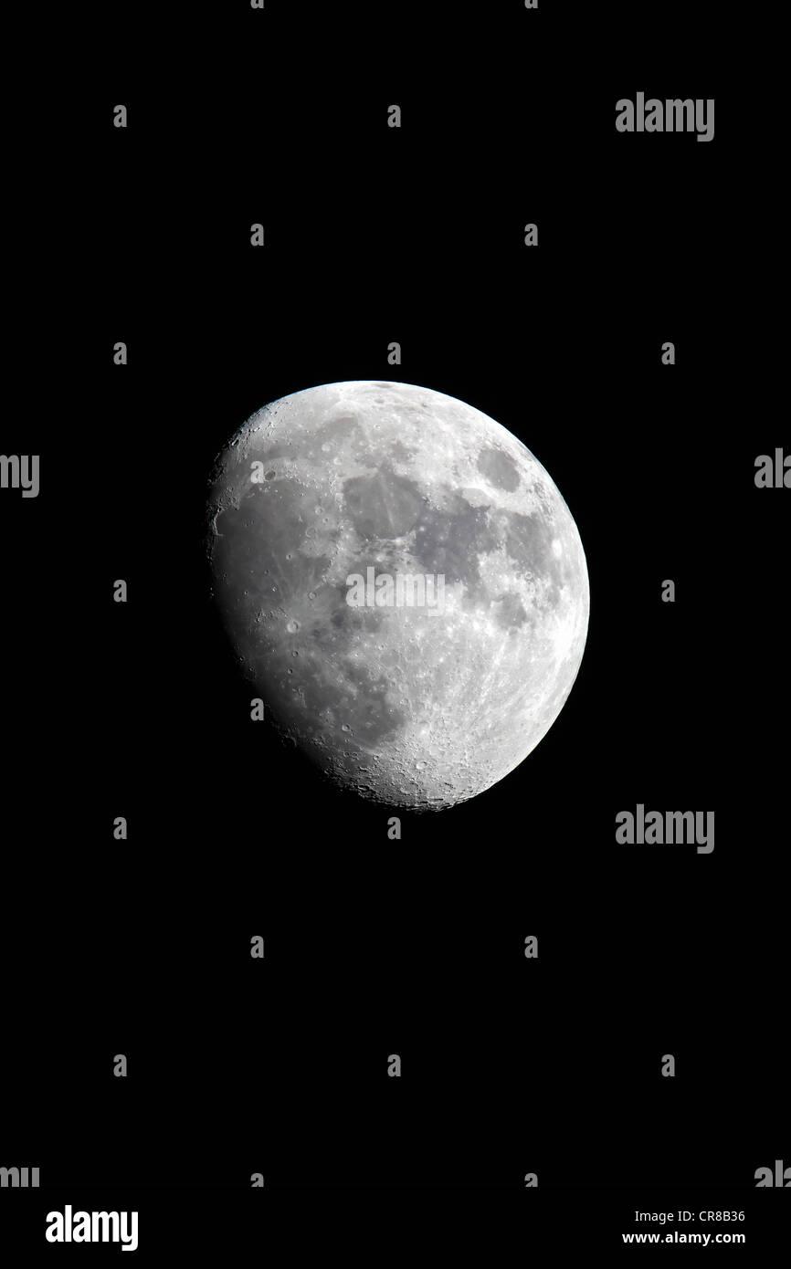 Luna, Luna, media luna, encerado, por la noche, la oscuridad Imagen De Stock