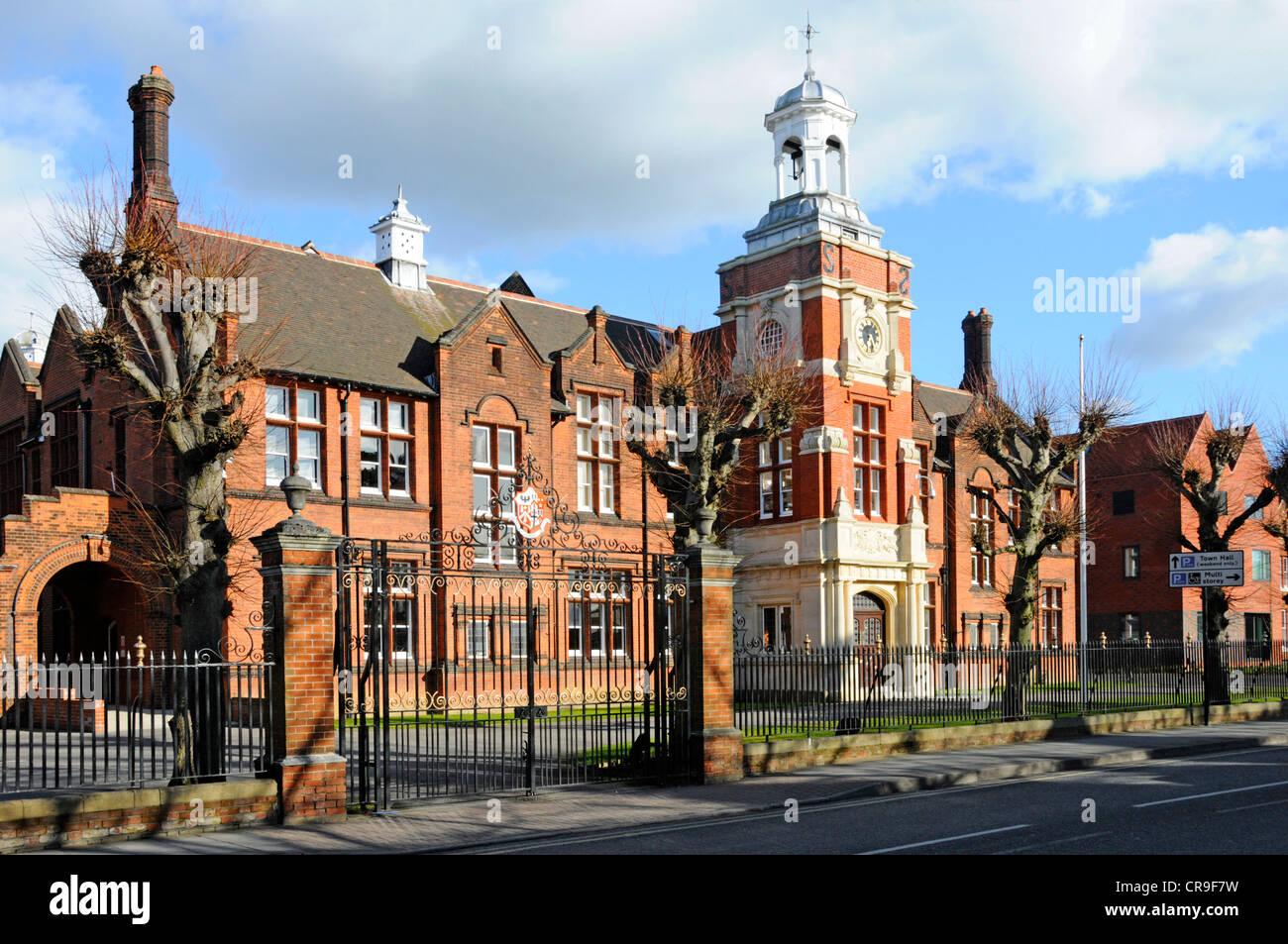 Gates y delante del principal edificio de ladrillo de Brentwood Escuela privada independiente day & internado Imagen De Stock