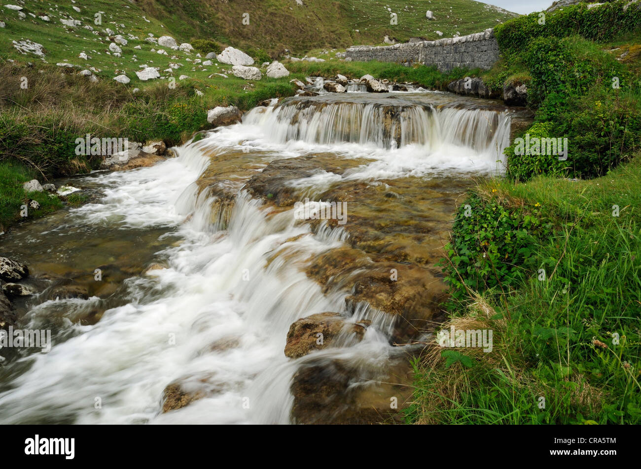 La Catarata del Río cerca de Fanor Caher, el Burren Imagen De Stock