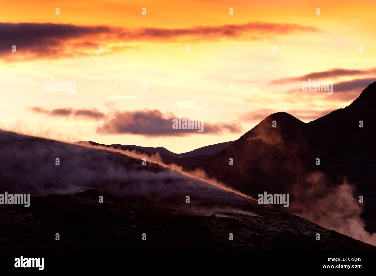 Aumento de vapor, energía geotérmica, cerca del lago Myvatn, en el norte de Islandia, Europa Imagen De Stock