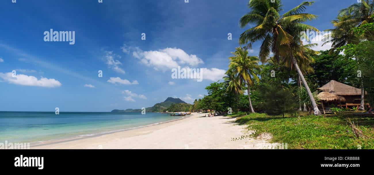 Palm Beach, Golden Pearl Beach, Ko Jum o isla de Koh Pu, en Krabi, Tailandia, el sudeste de Asia Foto de stock
