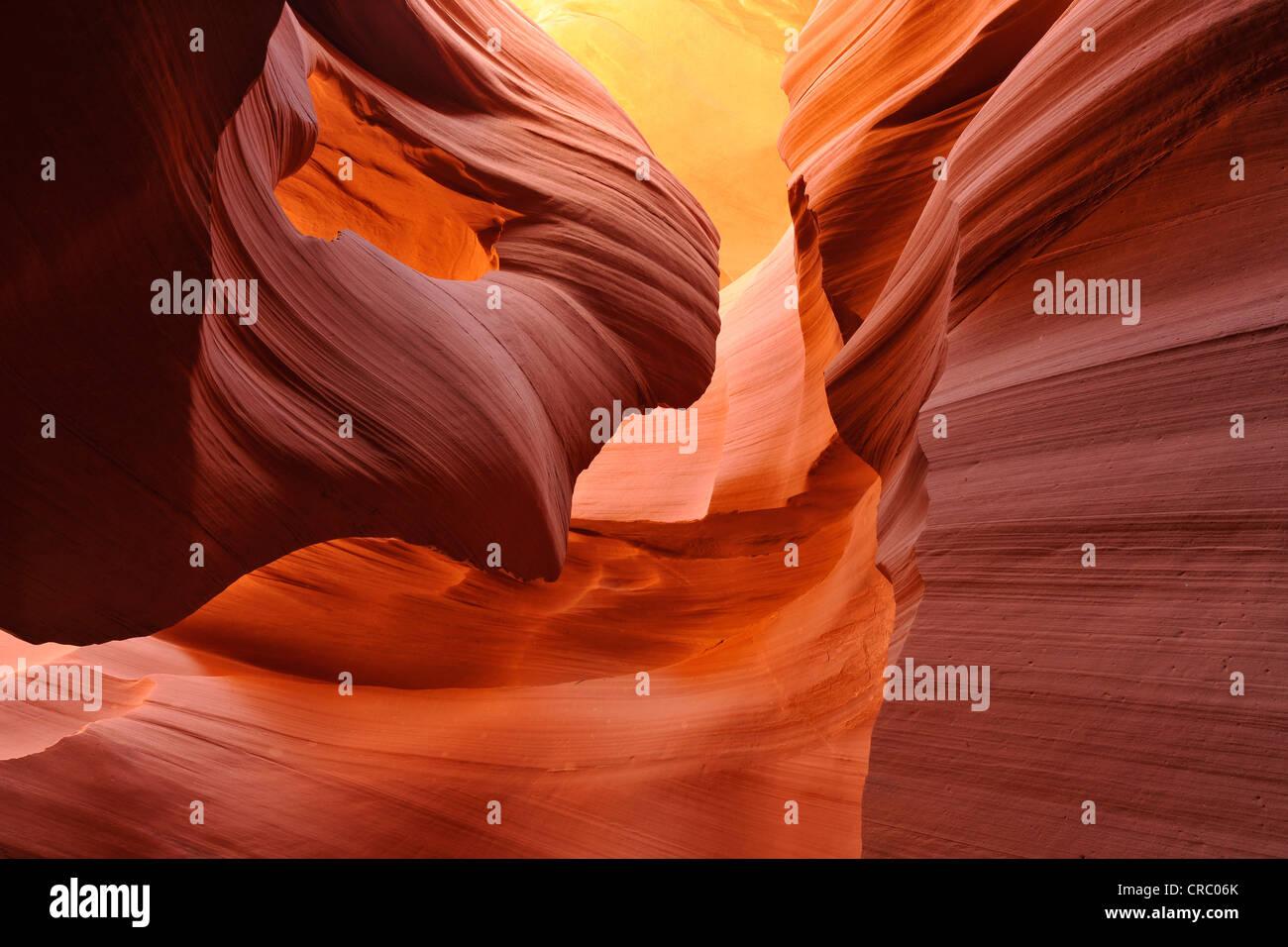 Formación de roca Dama en el viento, la piedra arenisca roja de la formación Moenkopi, formaciones rocosas, Imagen De Stock