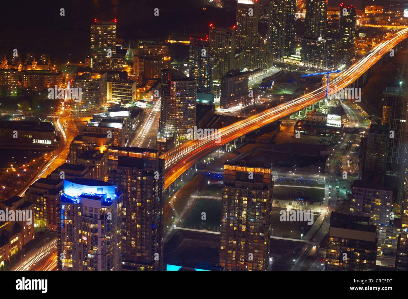 Vista aérea de Toronto iluminado durante la noche Imagen De Stock