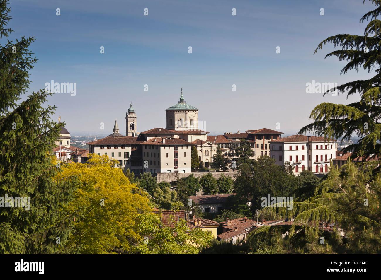 Vista aérea de los edificios en la ciudad Foto de stock