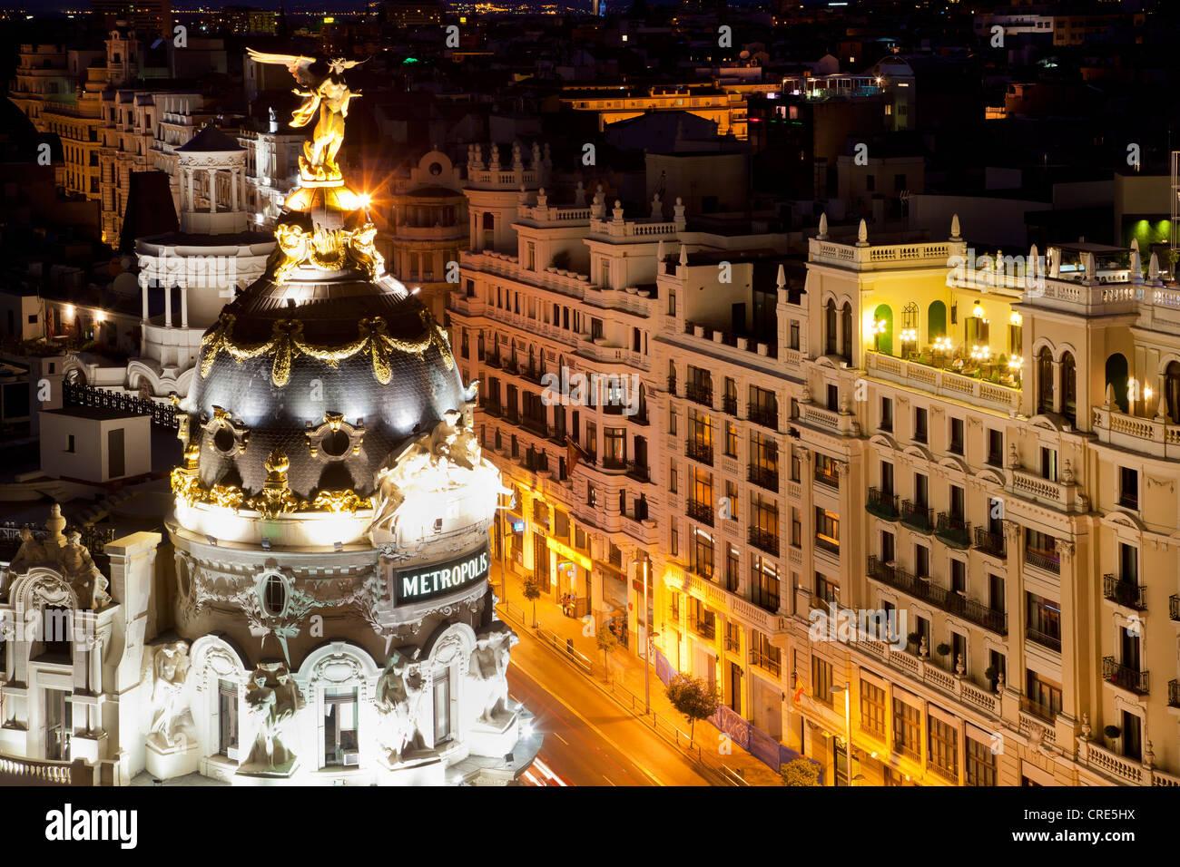 Edificio metrópolis edificio Metrópolis, con vistas a la Gran Vía, en la noche, Madrid, España Imagen De Stock
