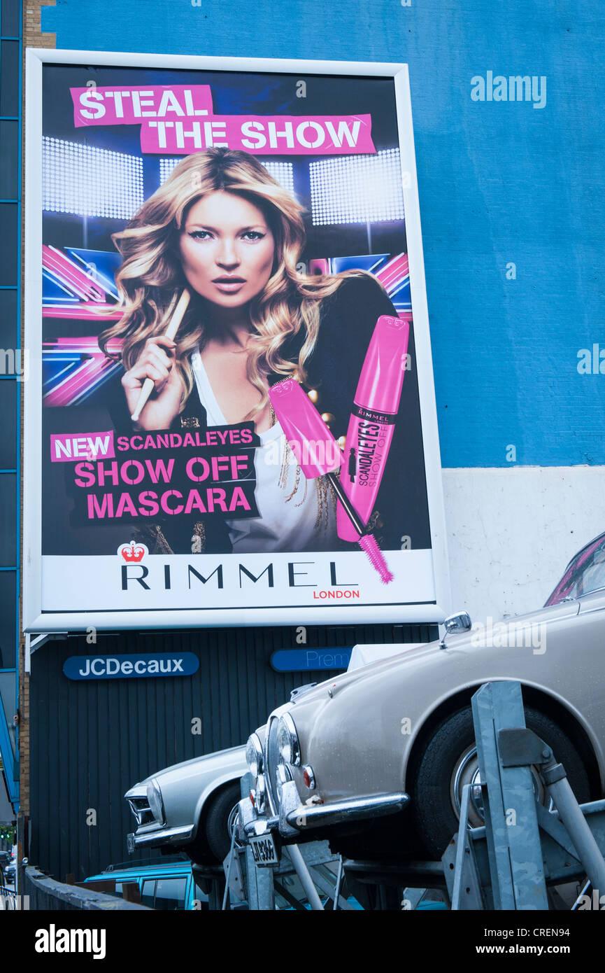 Londres Old Street cartel llamativo acaparamiento billboard anuncio para Rimmel Mascara - robar el show Scandaleyes Imagen De Stock