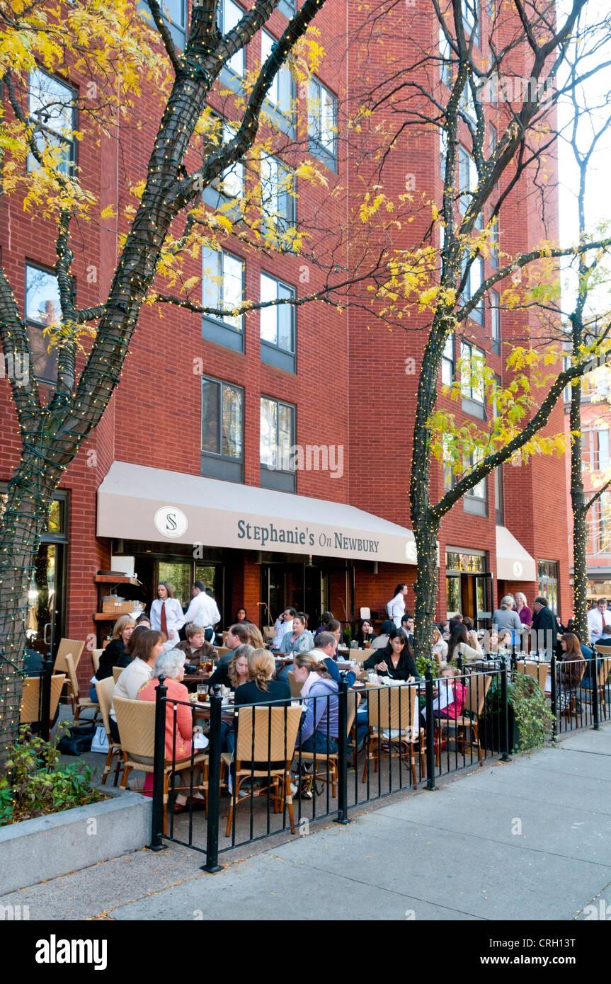 Stephanie en Newbury Street restaurant, cafe, Boston, Massachusetts, Nueva Inglaterra, EE.UU. Imagen De Stock