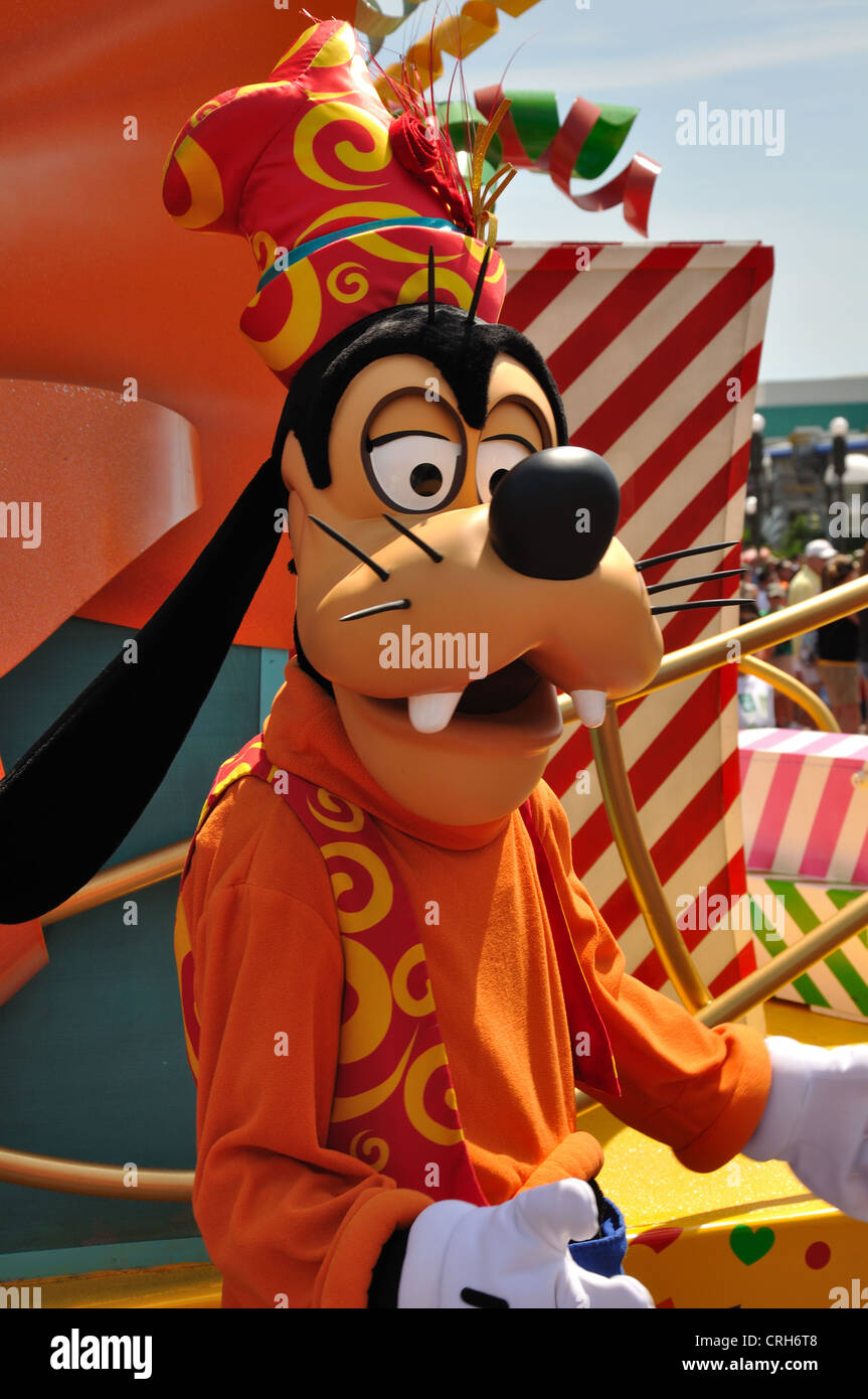 Goofy en un desfile en Disney World en Orlando. Foto de stock