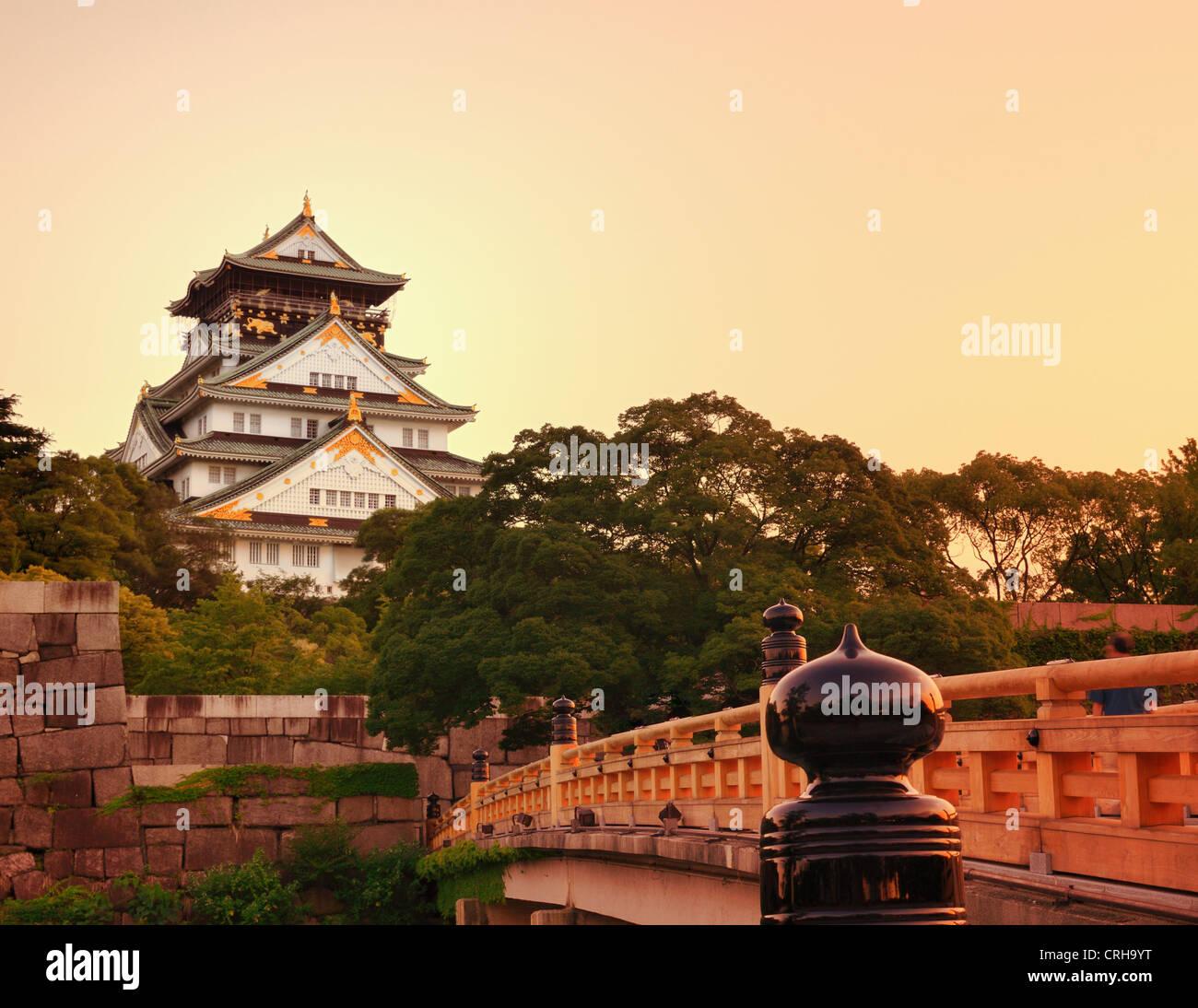 El Castillo de Osaka en Osaka, Japón. Imagen De Stock