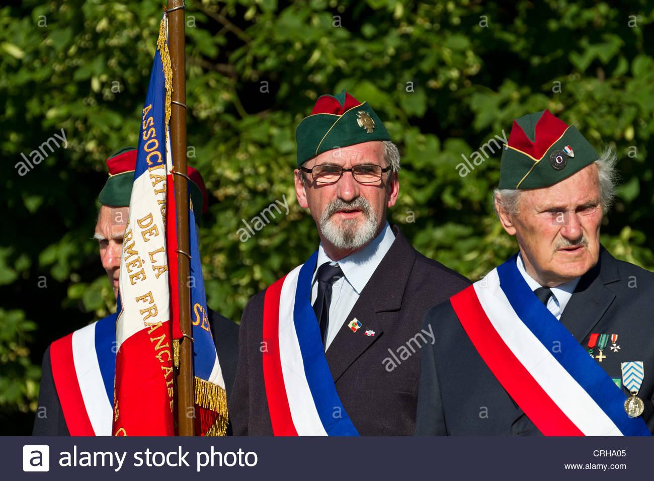 Los Veteranos franceses con banner en Varsovia, Polonia Imagen De Stock