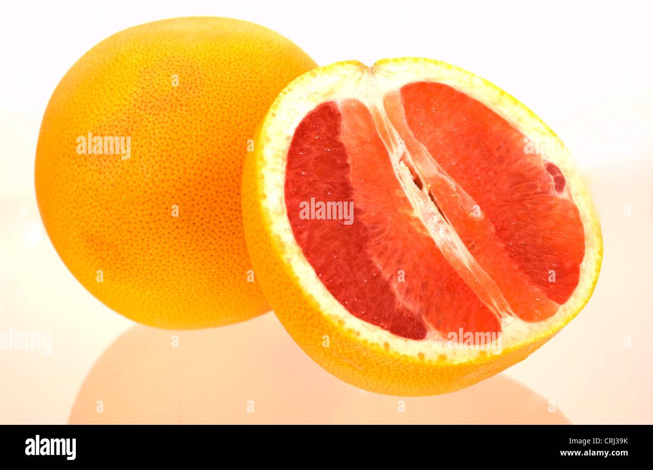 Licopeno, un antioxidante Citrus Citrus paradisi toronja fruta Alimentos Alimentos mitad mitades sana sana Dieta Imagen De Stock