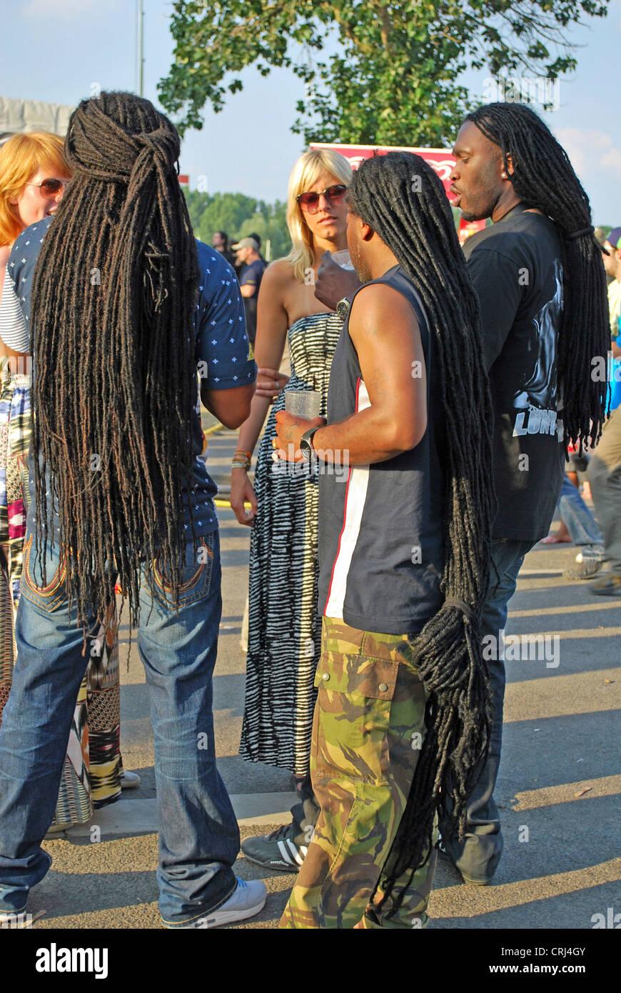 Los hombres con dreadlocks en el Summerjam festival de música 2009, el mayor festival de reggae en Europa Imagen De Stock