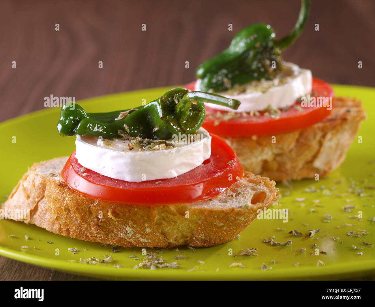 Montadito vegetal. Refrigerio vegetariano. Imagen De Stock