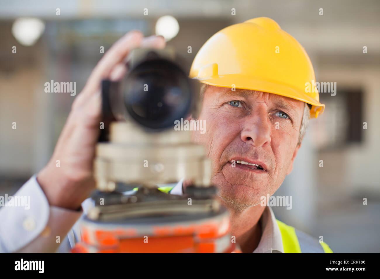 Utilizando equipos de trabajadores en el sitio Imagen De Stock