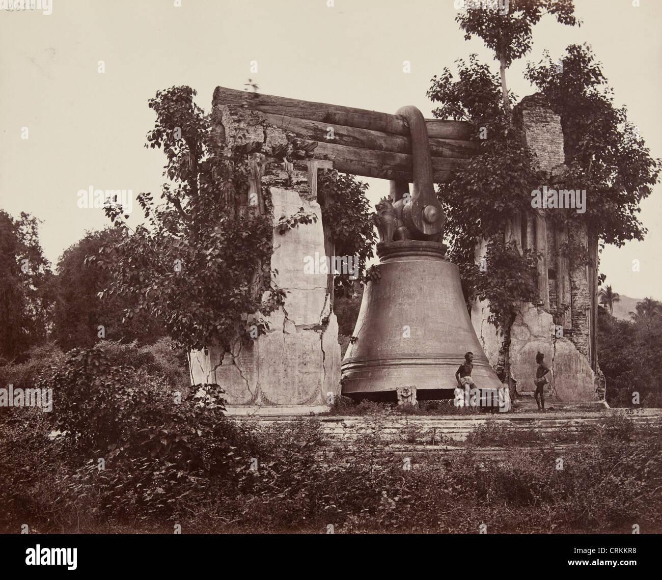 Impresión de la albúmina Mingun Bell en Birmania desde el Museo de Artes fotográficas Foto de stock