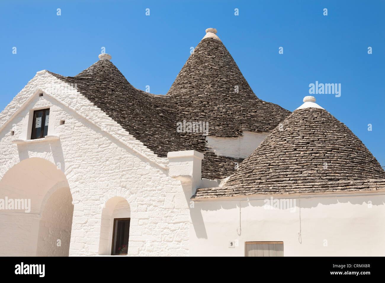 El techo del trullo Sovrano, Piazza Sacramento, Alberobello, provincia de Bari, en la región de Puglia, Italia Imagen De Stock
