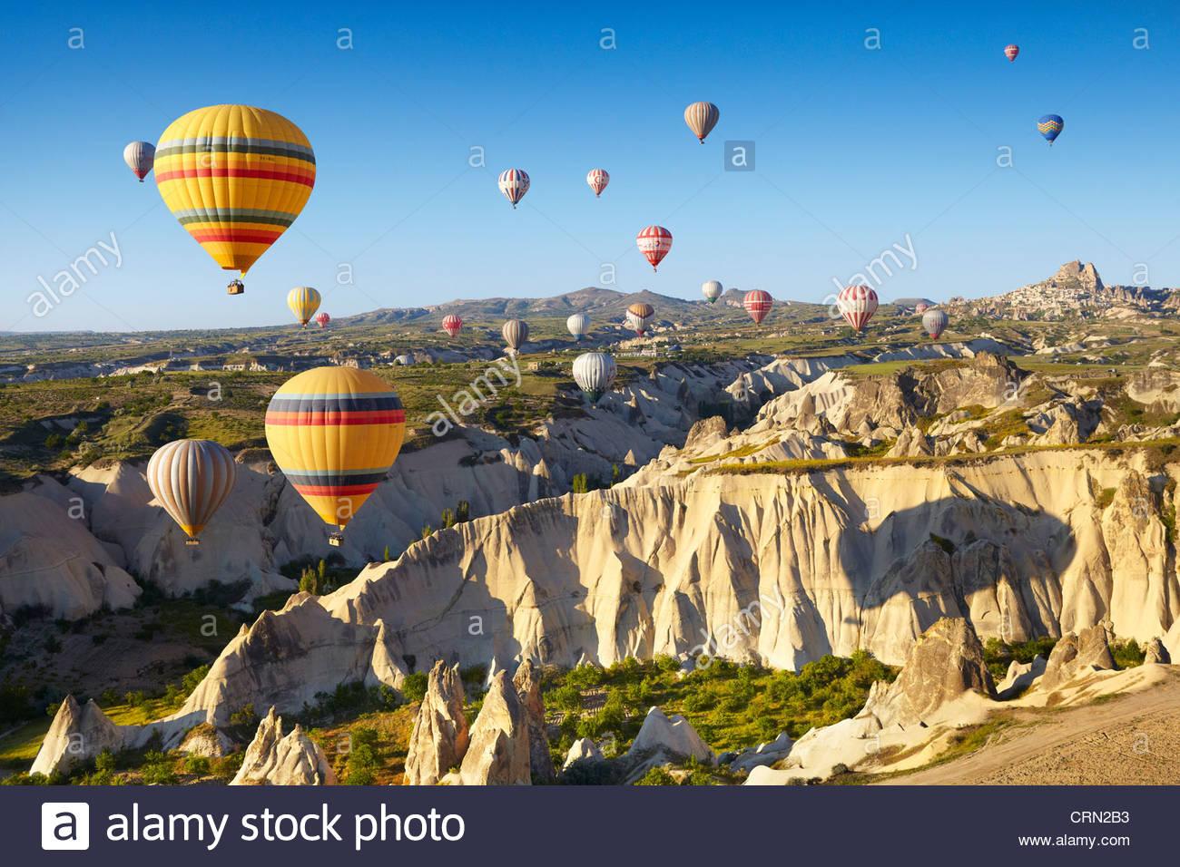 Capadocia - Turquía, vista desde el globo en torno a Nevsehir sobrevolando Capadocia en globo aerostático, Imagen De Stock