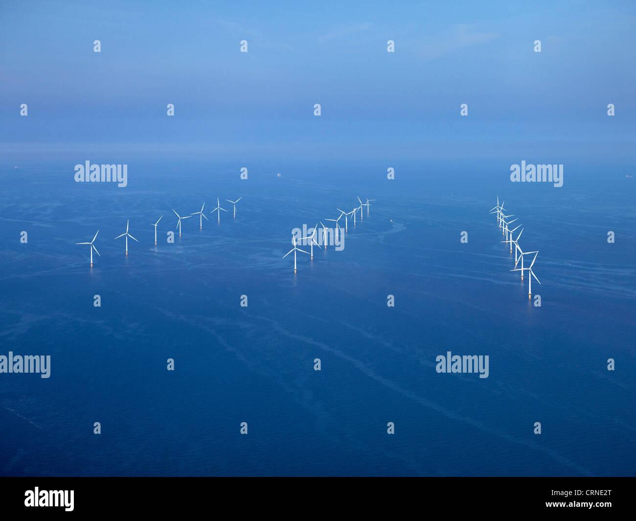 Parque eólico off shore, frente a la Bahía de Liverpool Wirral, al Noroeste de Inglaterra Imagen De Stock