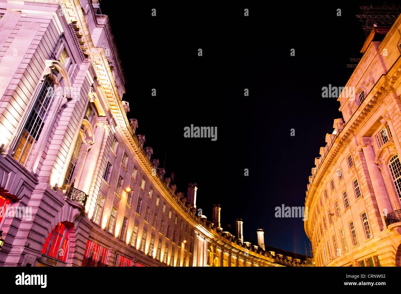 Detalle de edificios en Regent Street, junto a Piccadilly Circus en el West End de Londres. Imagen De Stock
