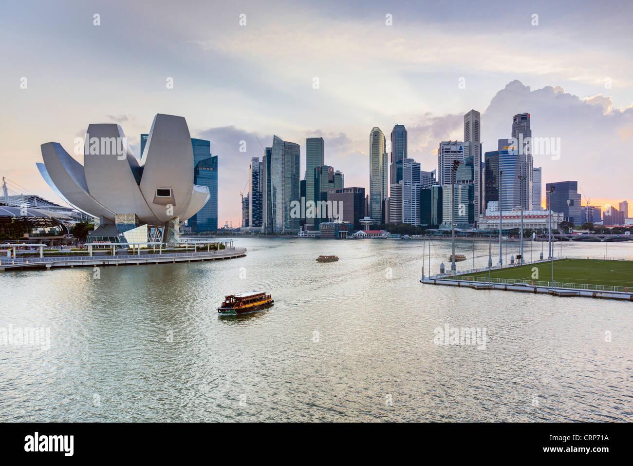 Sudeste asiático, Singapur, niveles elevados de vista sobre el centro de la ciudad y de la Bahía de Marina Imagen De Stock