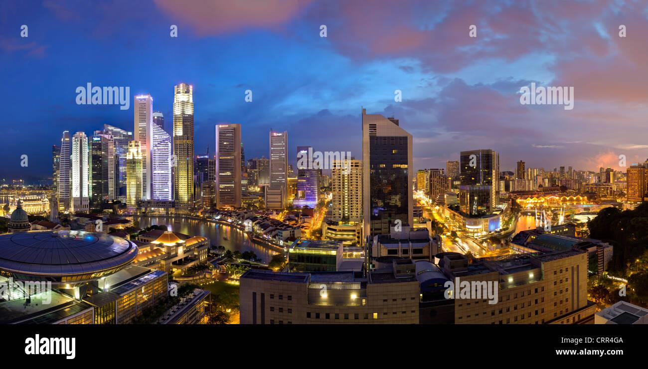 Ciudad y distrito financiero al anochecer, Singapur, Sudeste de Asia, Asia Imagen De Stock