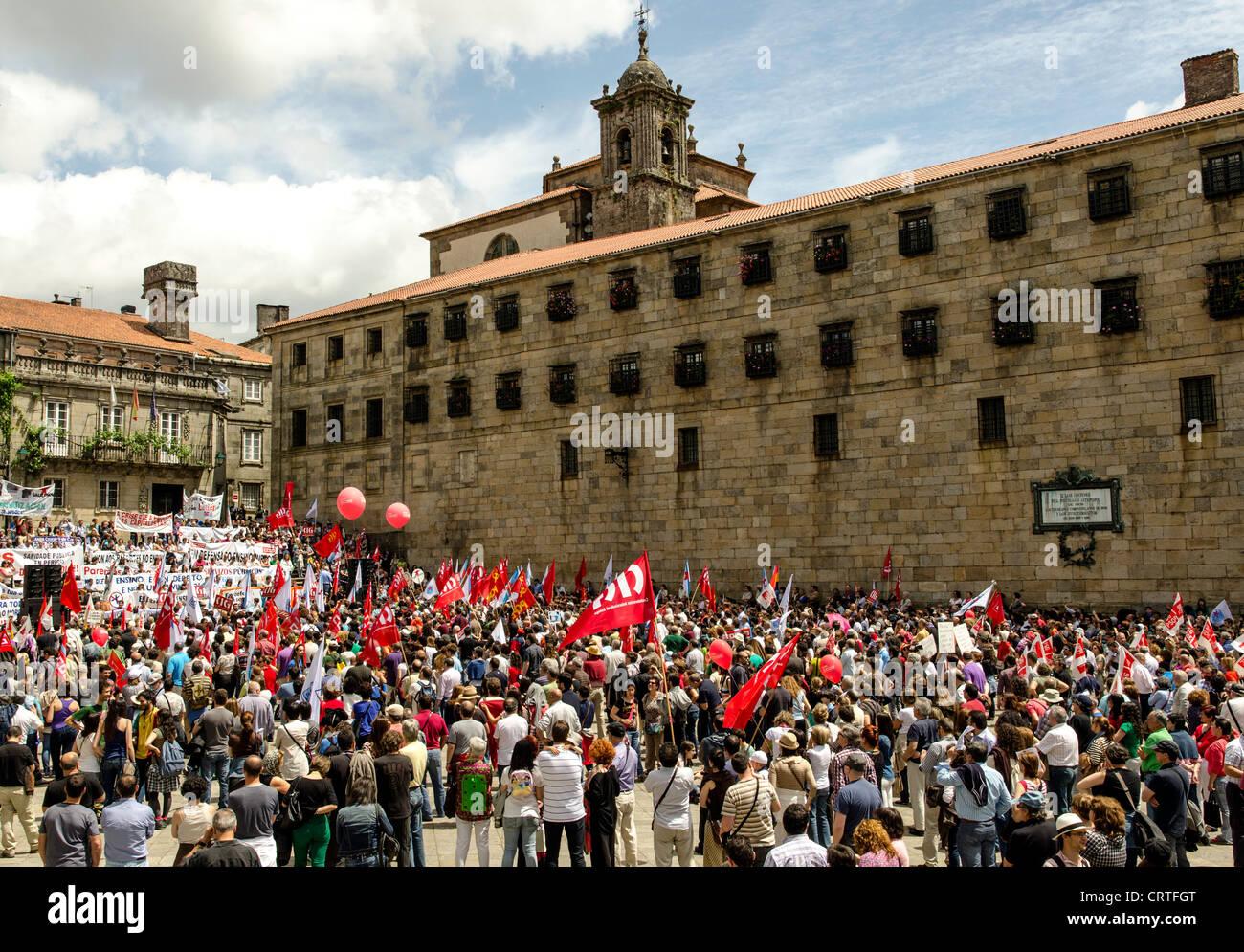 Los manifestantes contra el nuevo sistema fiscal en Santiago de Compostela, España, Europa del Norte Imagen De Stock