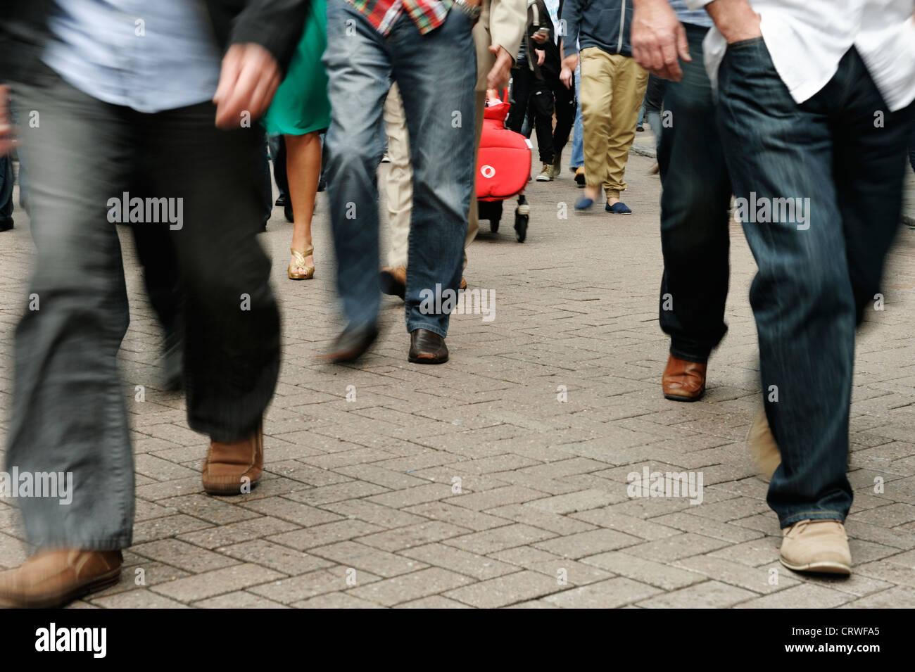 Multitudes de personas con desenfoque de movimiento Imagen De Stock