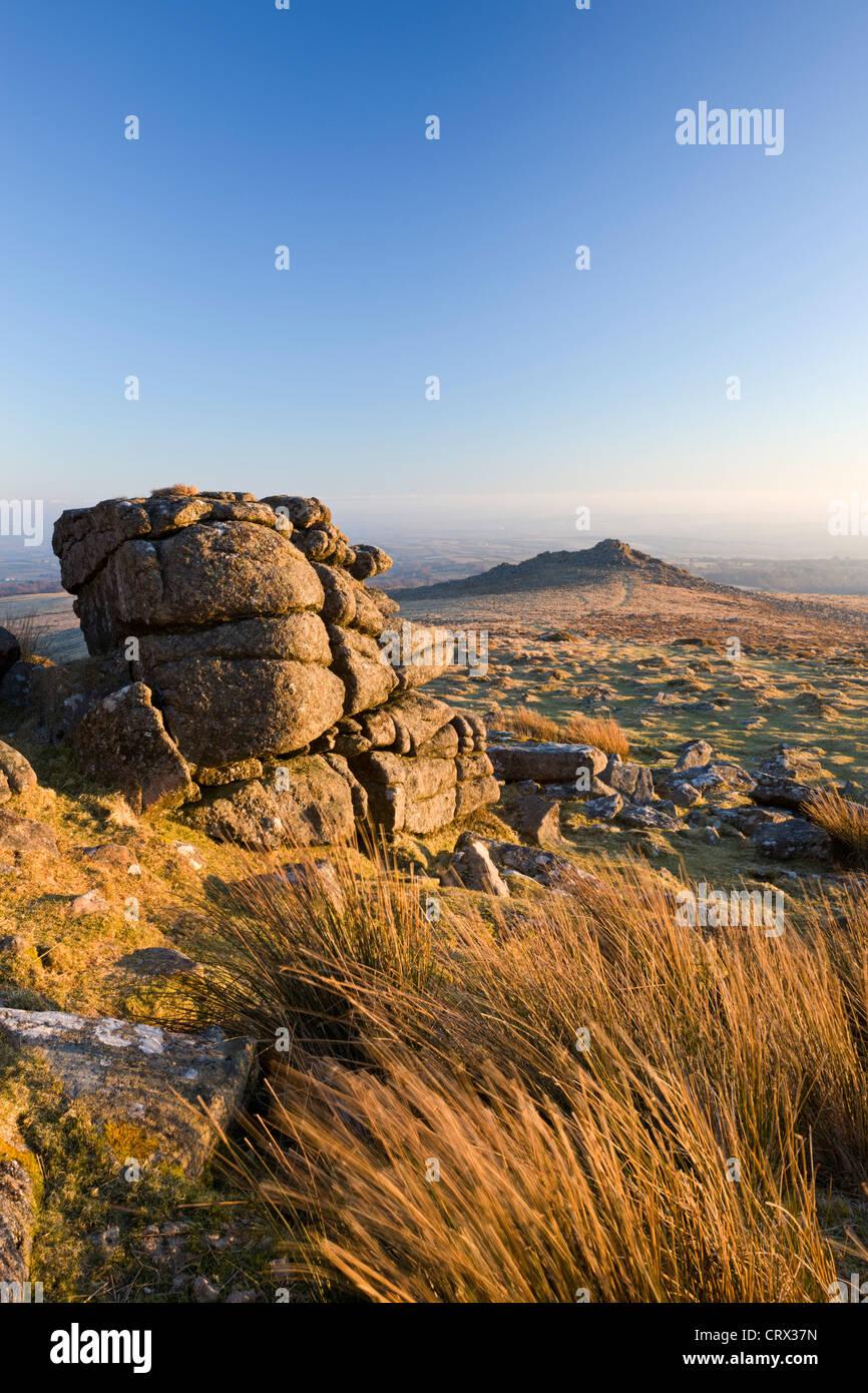 Belstone Tor y páramos, Dartmoor, Devon, Inglaterra. Invierno (marzo de 2010). Imagen De Stock