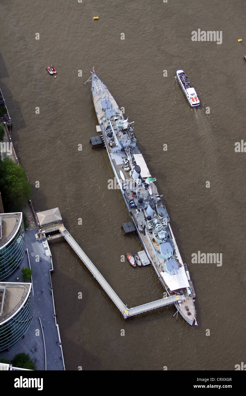 Vista aérea del HMS Belfast amarrado en el río Támesis Foto de stock