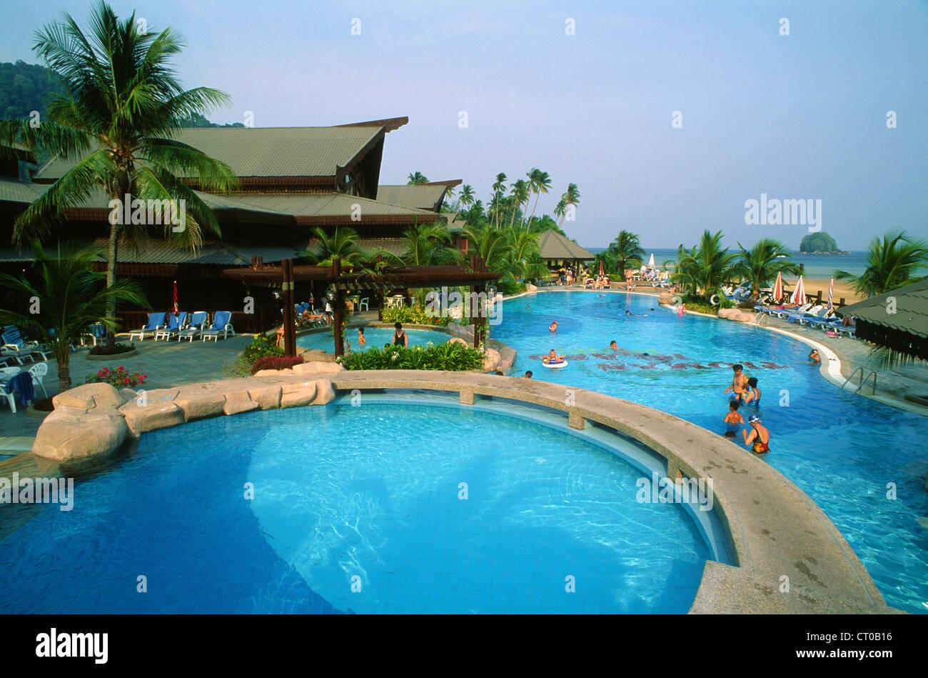 Malasia, la isla de Tioman, el Berjaya Resort, piscina Foto de stock