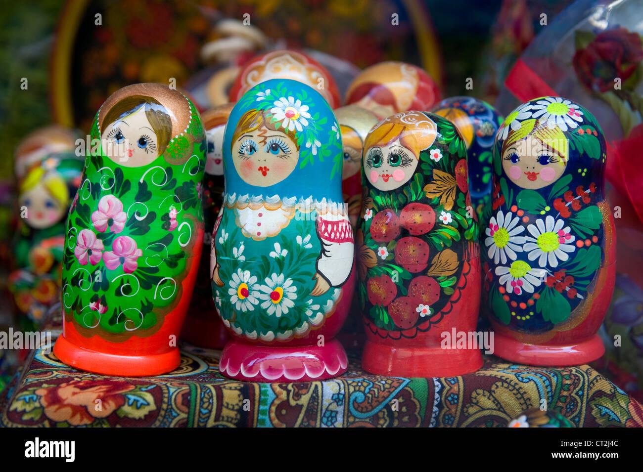Cuatro babushka matrioshka o muñecas rusas. Foto de stock