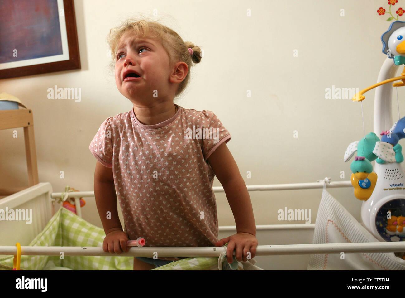 1-3 AÑOS bebé llorando Imagen De Stock