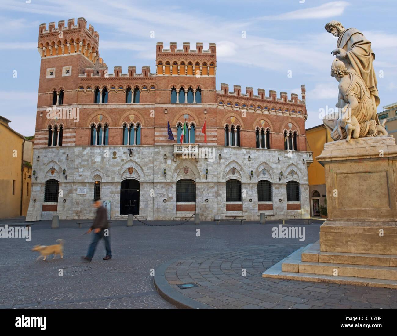 Grosseto, Toscana - El Palazzo della Provincia, plaza Dante, monumento Leopoldo 11, el hombre con el perro, Imagen De Stock