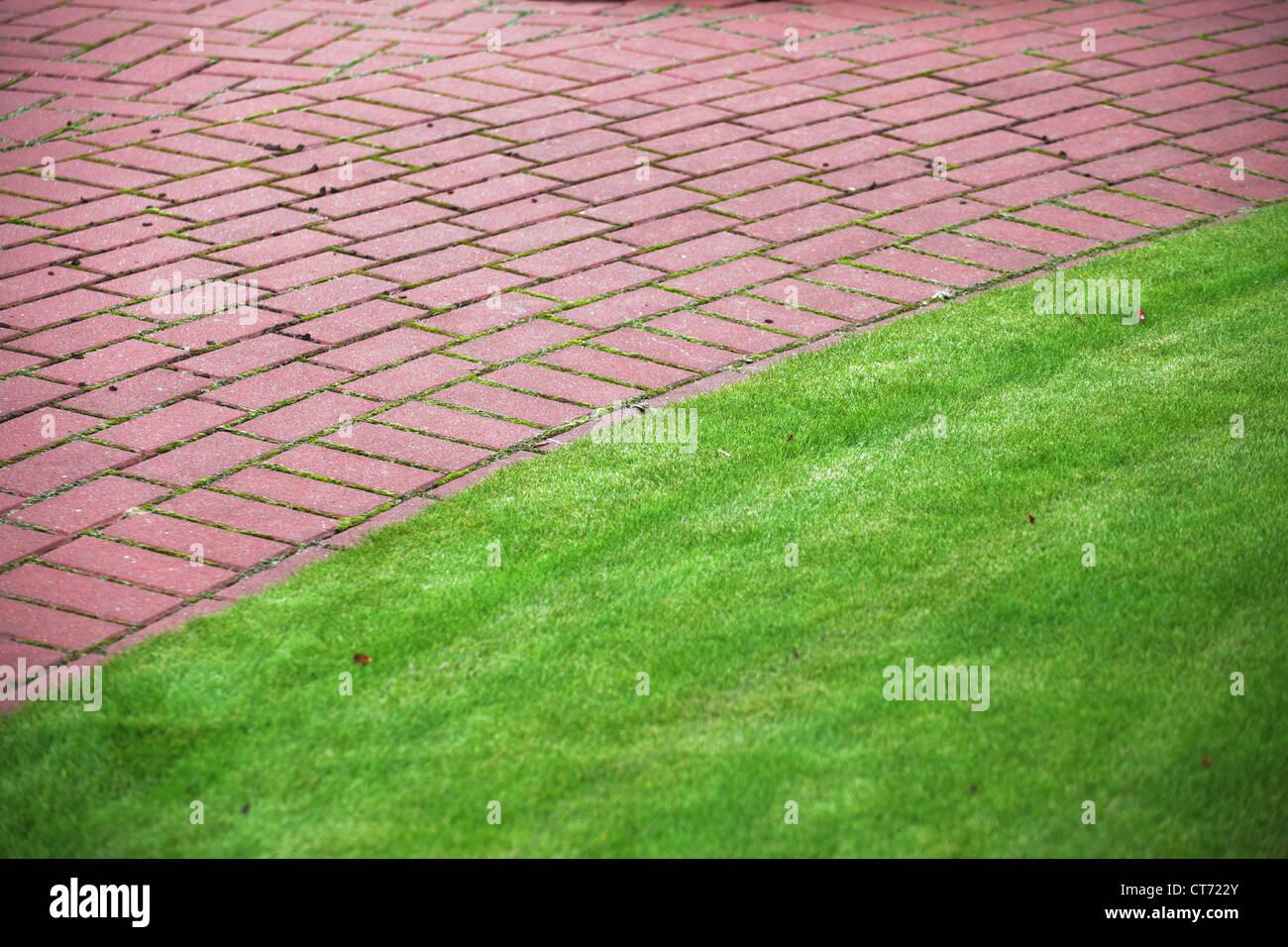 Jardines con piedras y cesped fabulous camino de pie for Jardines zen valladolid