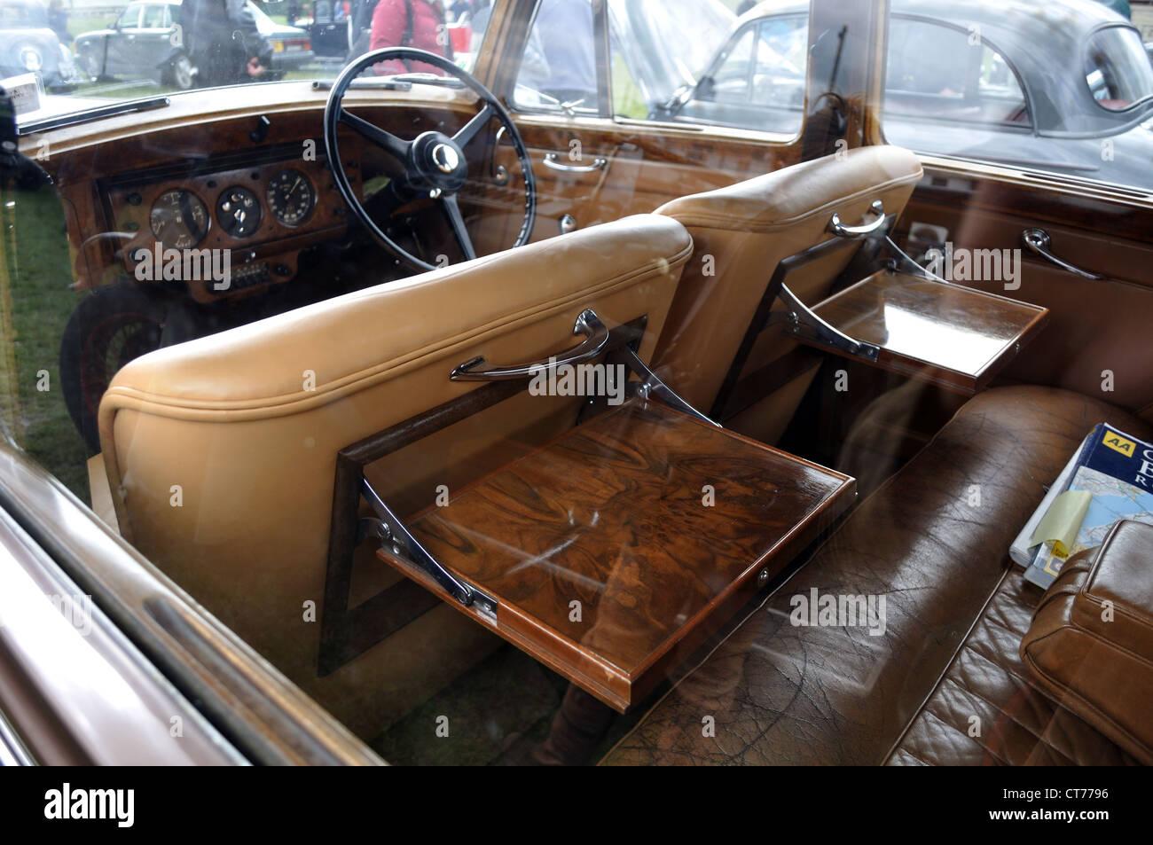 Bentley Clasico Interior De Cuero Mesas De Picnic De Nogal Vintage
