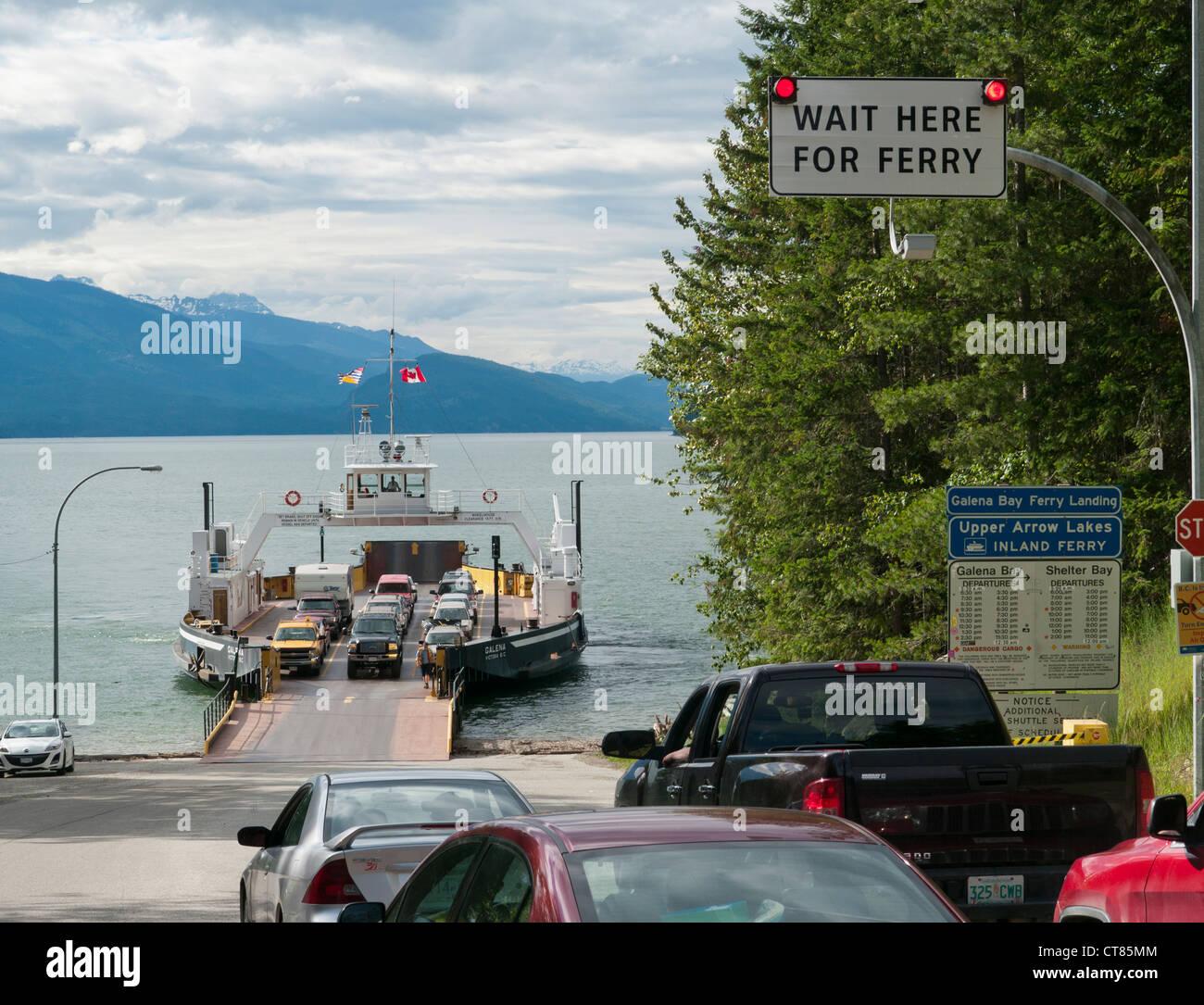 Galena bay ferry Lago flecha superior en British Columbia en Canadá Foto de stock