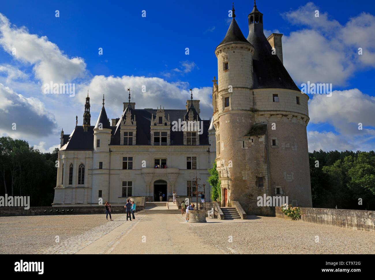 Castillo de Chenonceau, Valle del Loira, Francia. Palacio renacentista del siglo XVI sobre el río Cher. Imagen De Stock