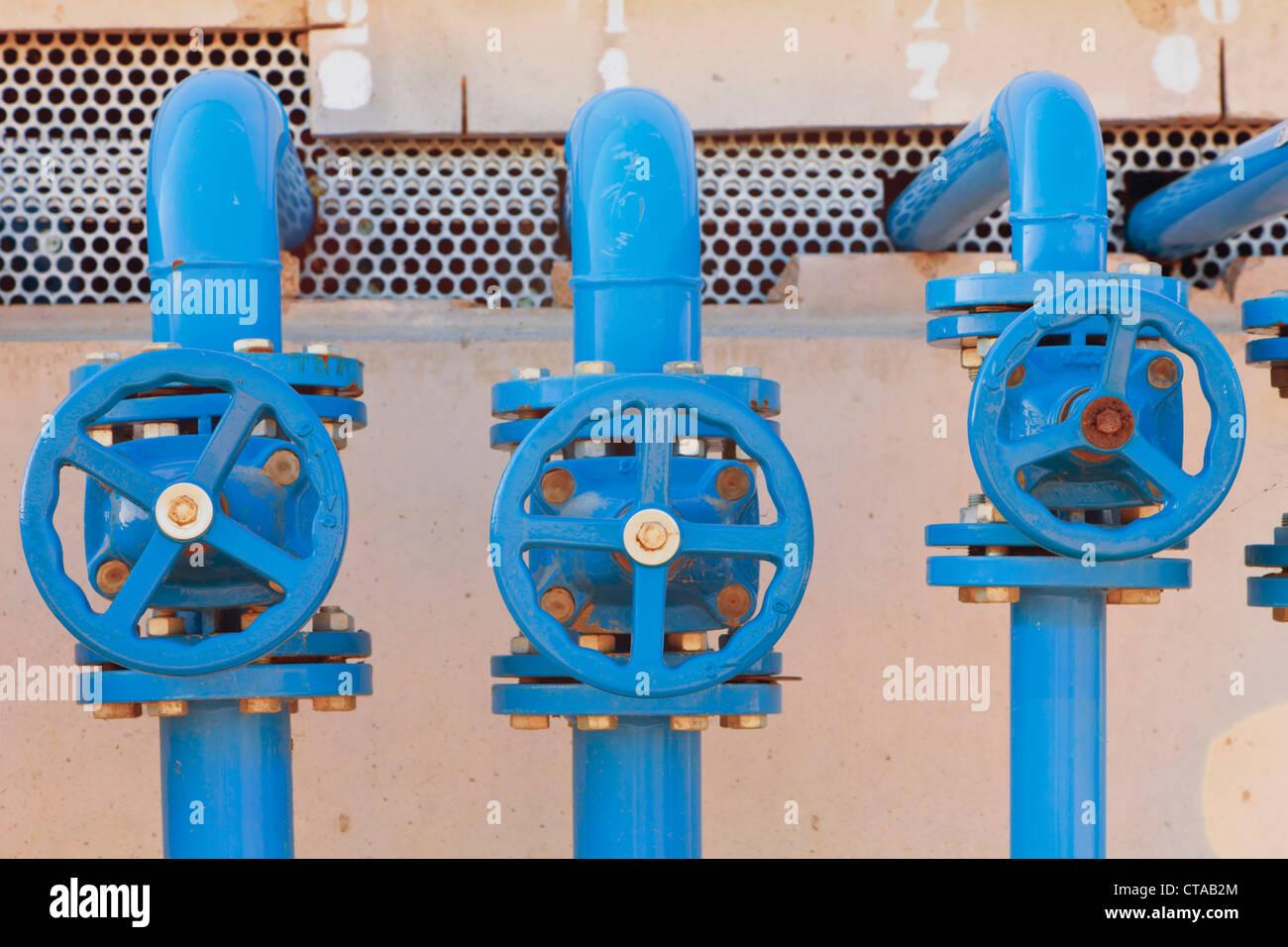 Válvulas utilizadas para controlar el flujo de productos químicos y agua caliente en las casas, provincia Imagen De Stock