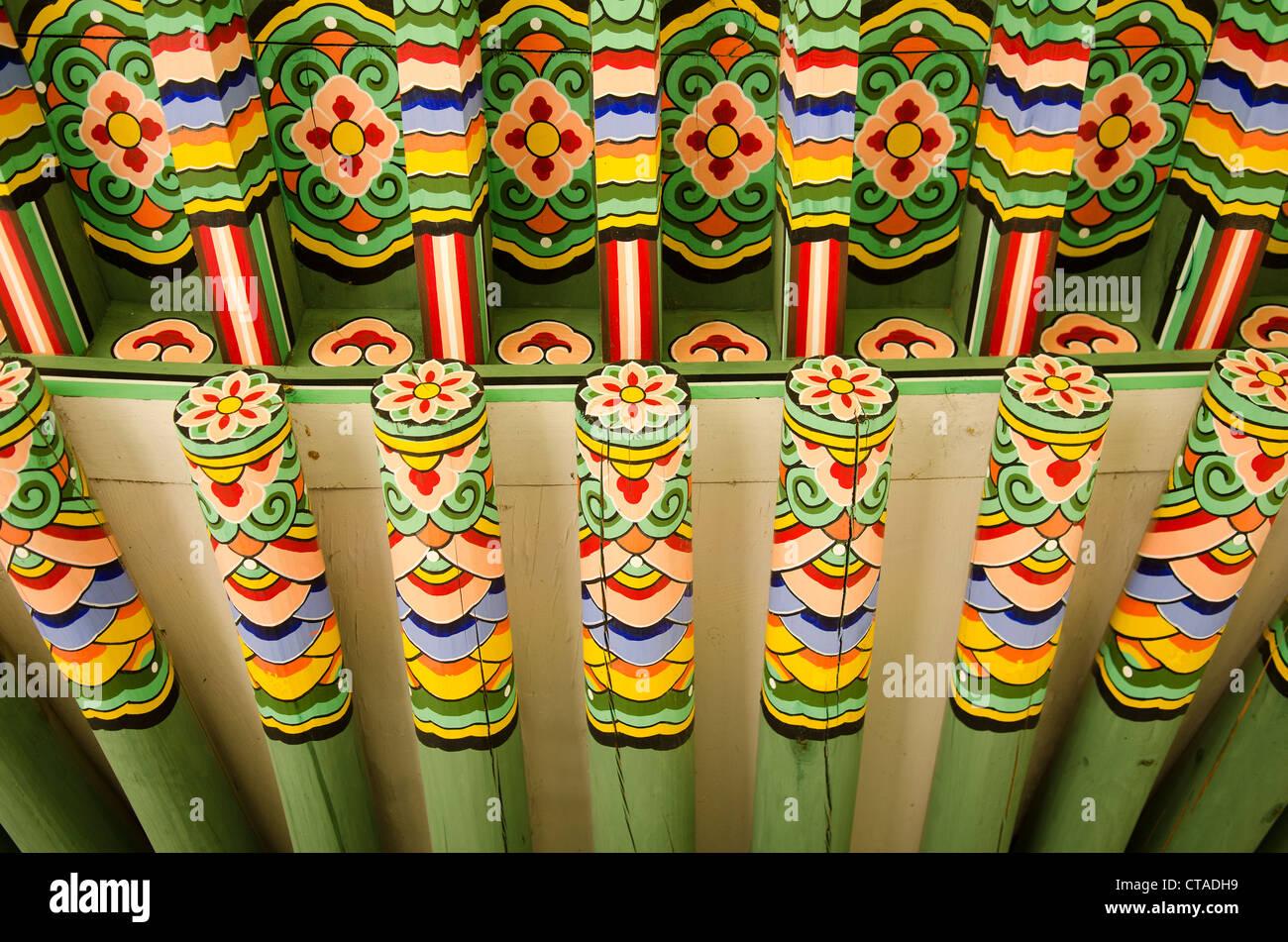 Detalle de madera pintado palacio, Seúl, Corea del Sur Imagen De Stock