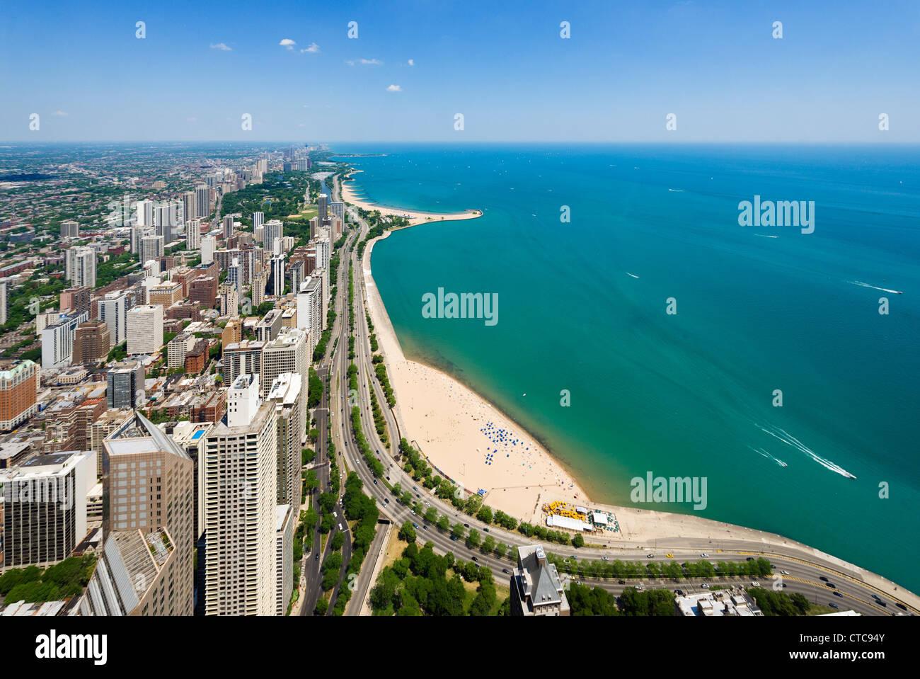 Vistas de Oak Street North Avenue y playas en el Lago Michigan, de John Hancock Center, N Michigan Avenue, Chicago, Imagen De Stock